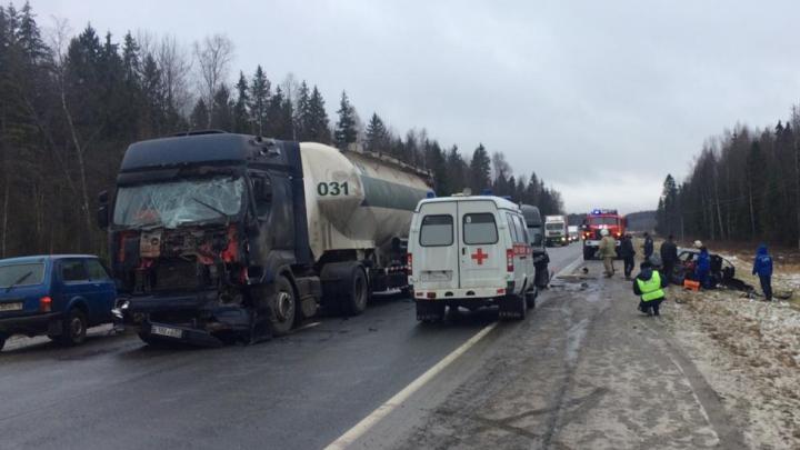 Массовое ДТП с шестью машинами: пострадали две молодые женщины и годовалый малыш
