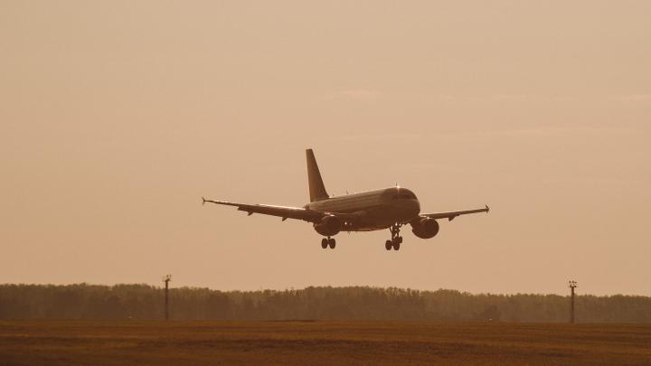 Самолет, летевший в Тюмень, экстренно сел в Самаре из-за неисправного двигателя