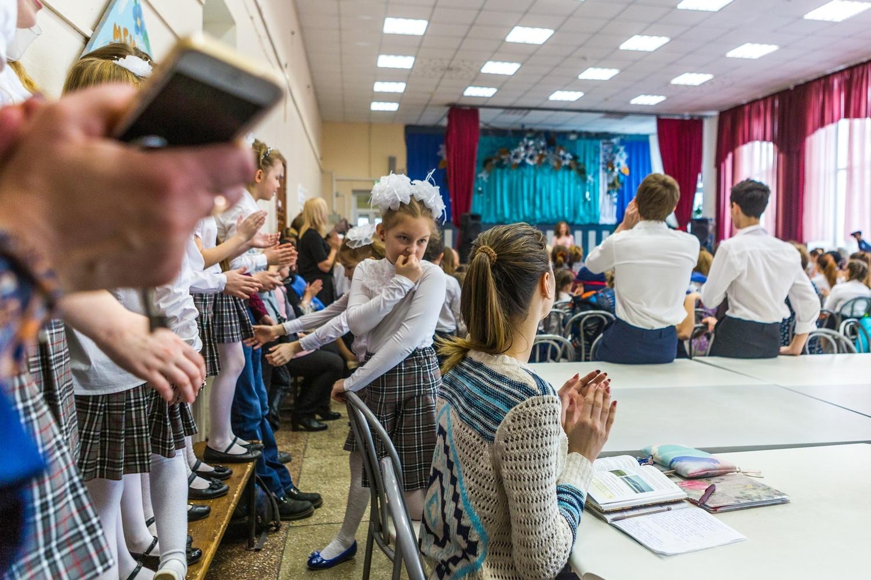 Часто в столовой можно заметить гимназистов с книжками и тетрадками —здесь они не только делают домашние задания, но и даже собираются на урок