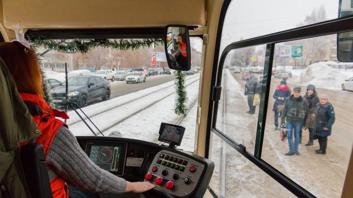 В Самаре из трамвая №13 высадили пассажиров из-за потерянного кондуктора