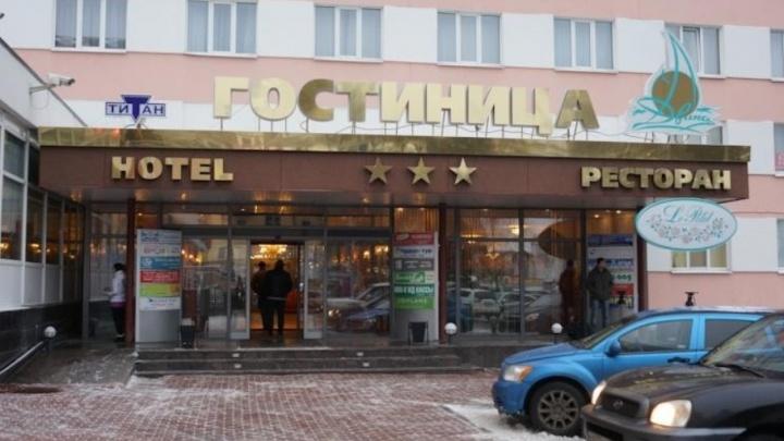 Пьяный дебошир устроил фестиваль нецензурного красноречия в гостинице «Двина»
