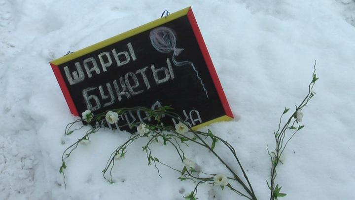 На Готвальда рабочие под защитой судебных приставов разобрали незаконный цветочный павильон