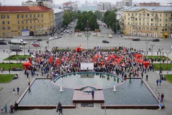 Спустя полчаса после начала митинга число его участников увеличилось в полтора раза
