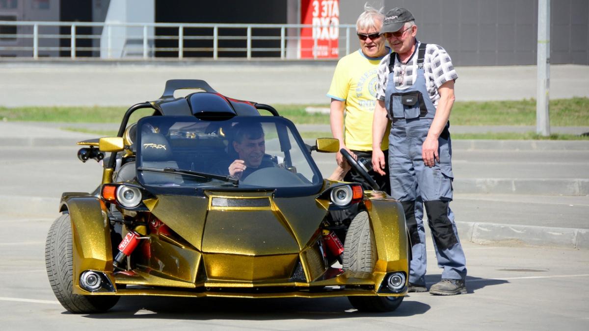 Трайк, или трицикл, — трёхколёсное транспортное средство. У этого T-Rex, созданного челябинцем Олегом Липиным, два колеса впереди, одно — сзади. Бывает и наоборот