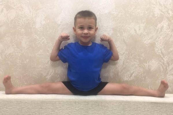 4-летний Спартак больше года занимается борьбой