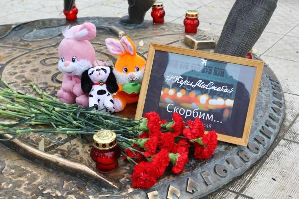 На акцию памяти в выходные жители смогут принести игрушки, цветы и свечи