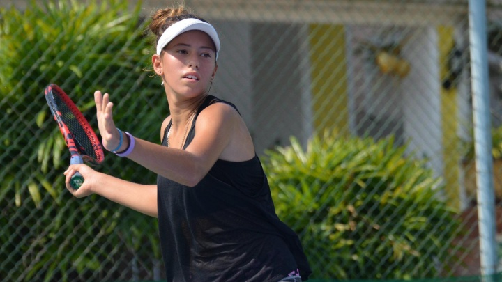 Из Сибири в тропики: 14-летняя омичка улетела в Паттайю и стала теннисисткой