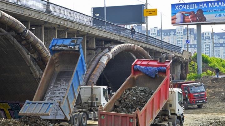 Фотоальбом на память: екатеринбуржец снял, как меняется Макаровский мост