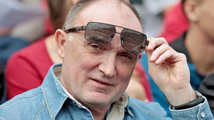 «Грязные публикации»: администрация Дубровского ответила на статьи о взятках и его второй семье