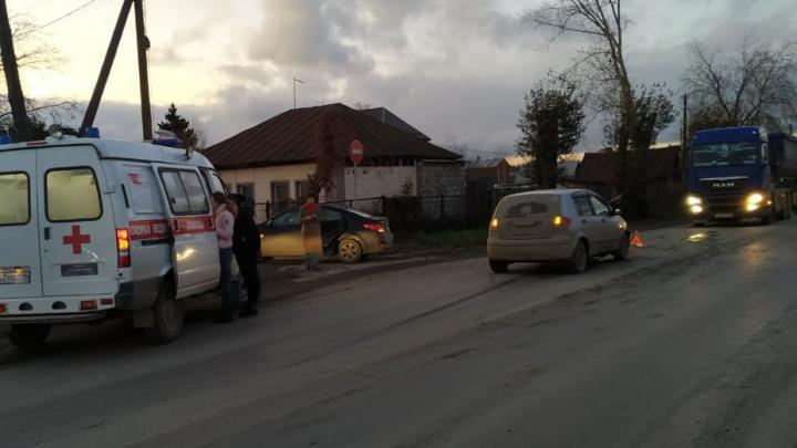 Пострадали двое детей: в Свердловской области столкнулись дваHyundai