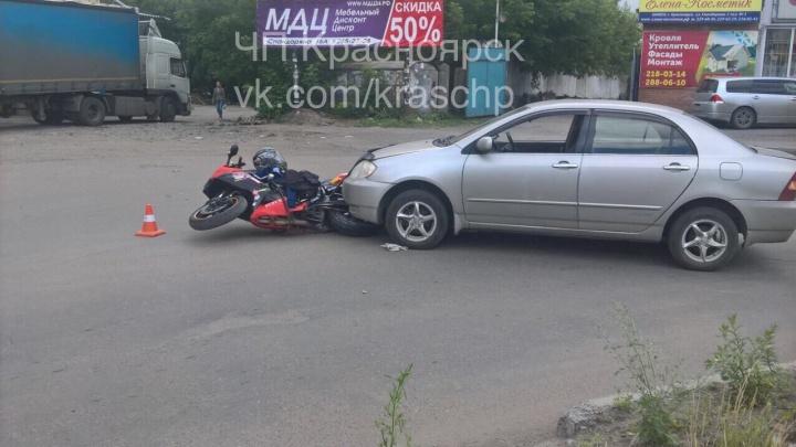 Водитель «Тойоты» догнал и сбил мотоциклиста на Спандаряна