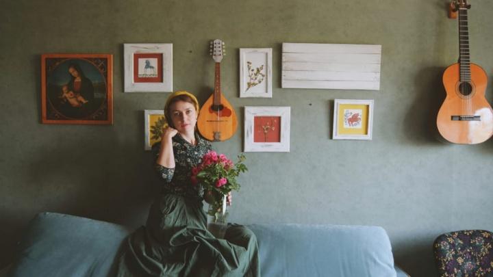«Я чудачка из Урюпинска»: художница завела инстаблог о жизни эстета в столице российской провинции