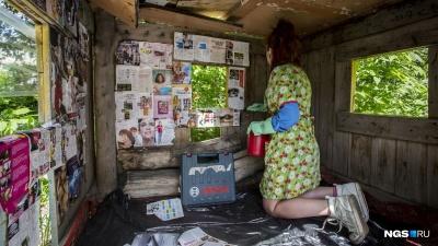Хочешь за окошком Расточку: журналист НГС сходил на странное представление в криминальном районе