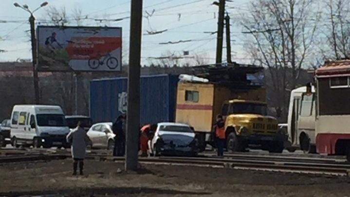 «Женщину-водителя увезли в больницу»: полиция разыскивает челябинца, который устроил аварию и сбежал