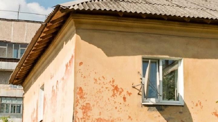 В Нижнем Тагиле в старом жилом доме обрушился потолок и деревянные перекрытия