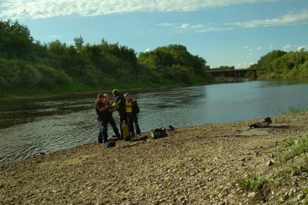 Водолазы нашли тело ребенка около 16:40
