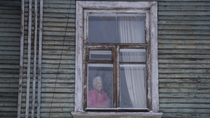 В Новодвинске пожилая женщина в беспамятстве заблудилась на фанерном заводе