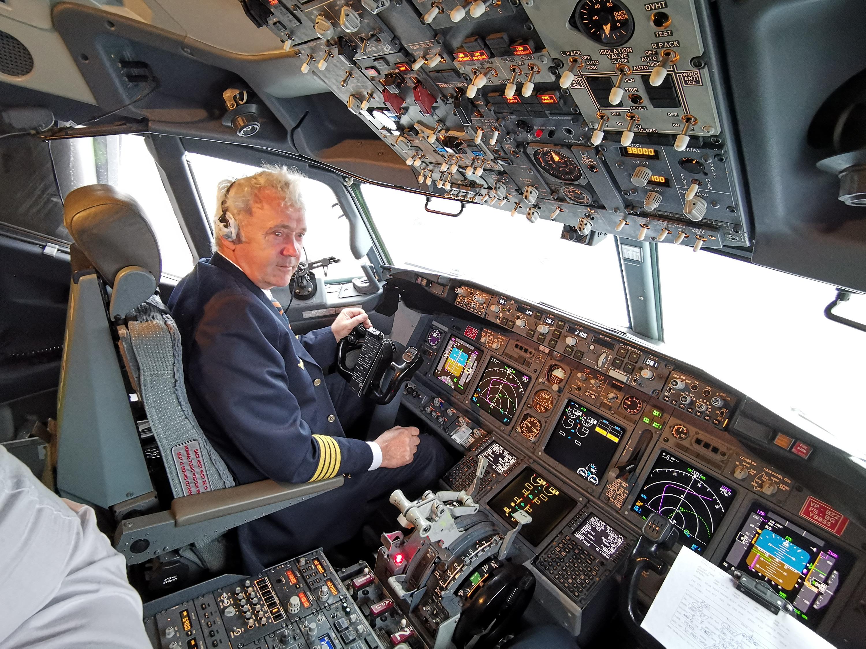 идеальный фото пилотов которые спасли самолет и пассажиров другой стороны собирать