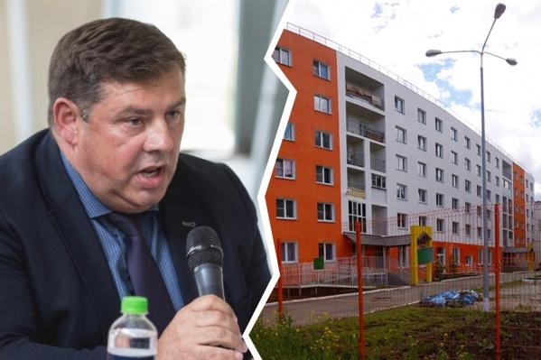 Проблемы у Игоря Азархина начались из-за этого здания, которое раньше было общежитием, а теперь — это многоквартирный дом с детсадом на первом этаже