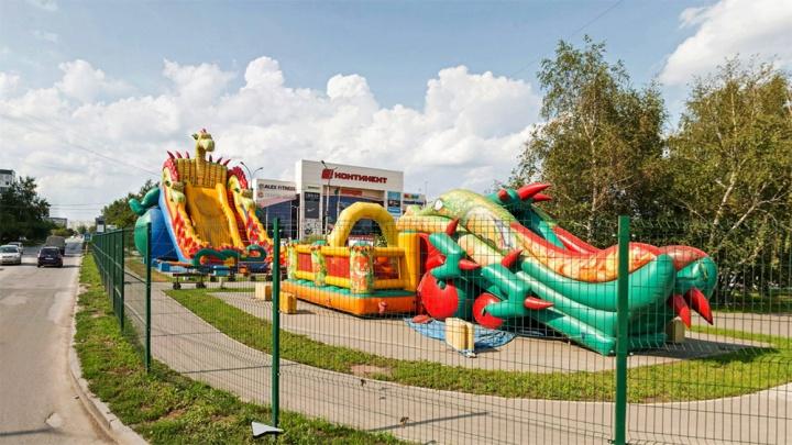 Новосибирский бизнесмен заплатил полмиллиона за травму девочки на надувной горке
