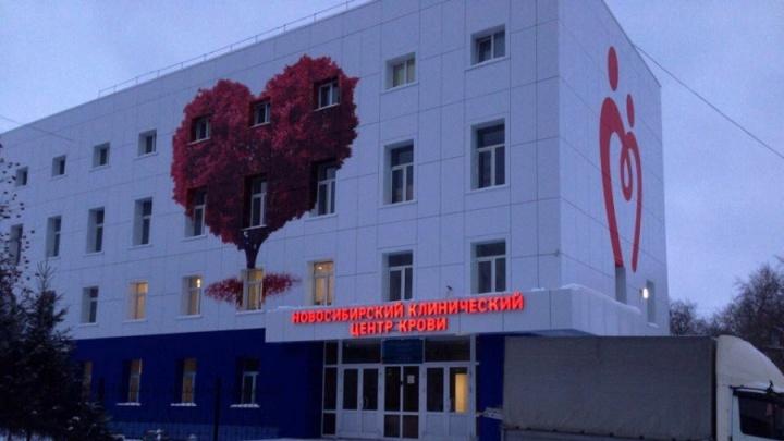 На здании у площади Станиславского нарисовали необычное дерево-сердце