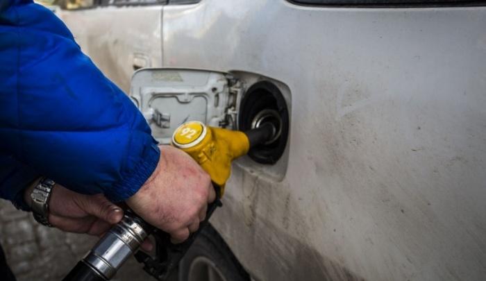 Рекорд взят: цена самого популярного бензина в Новосибирске превысила 40 рублей