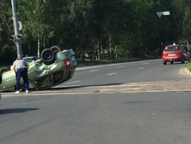 Lada Kalina перевернулась на Пролетарке