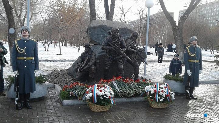 На набережной за «Красноярьем» открыли памятник погибшим бойцам спецназа