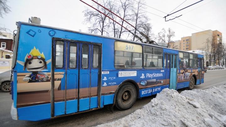 «Неизвестные вырвали провода»: с шести утра на Эльмаше перестали ходить трамваи и троллейбусы