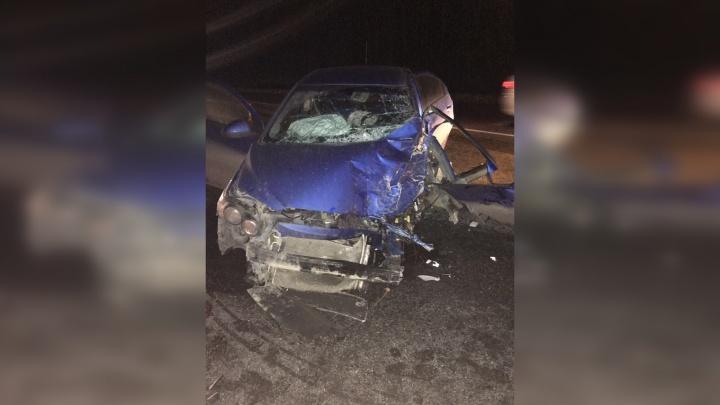В больницу отвезли троих: в Самарской области Chevrolet влетел в Lada Vesta