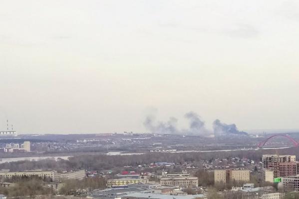 Дым окутал район железнодорожной станции Новогодняя
