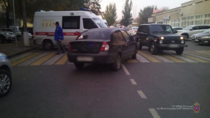 «Один погиб, двое в больнице»: В Волгоградской области под колёса попали три человека