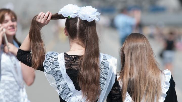 «Учительница выгнала с урока за стрелки на глазах»: екатеринбуржцы — о пристойном виде школьников