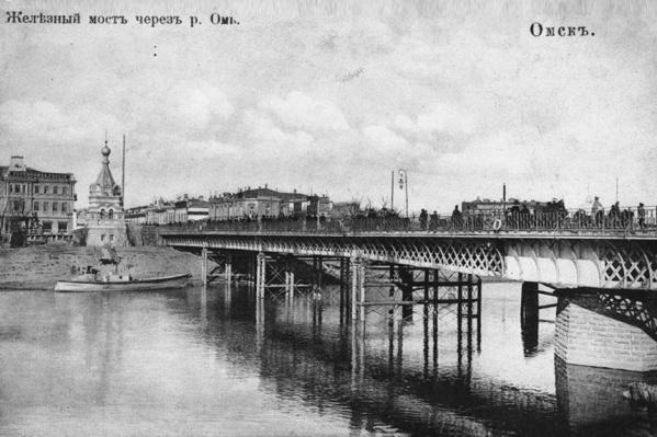 Мост, который разводили через реку, называли «Железным». Его разобрали к ноябрю 1966 года