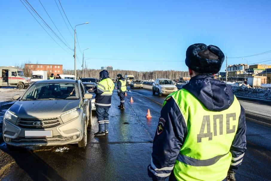После обнаружения наркотиков в машине на место вызвали оперативников