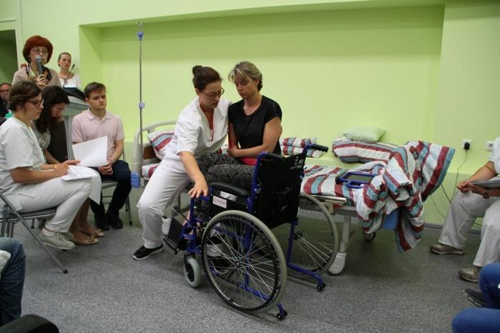 Организаторы русско-немецкого мастер-класса в НГМУ хотят научить правильно трогать больных пациентов, для этого они решили пригласить актеров