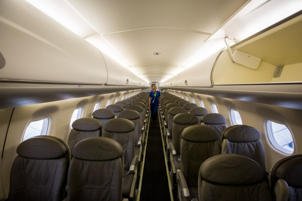 СалонEmbraer 170-LR рассчитан на 78 пассажиров