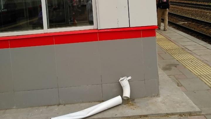В Екатеринбурге вандалы разворотили отделку новой станции Первомайская