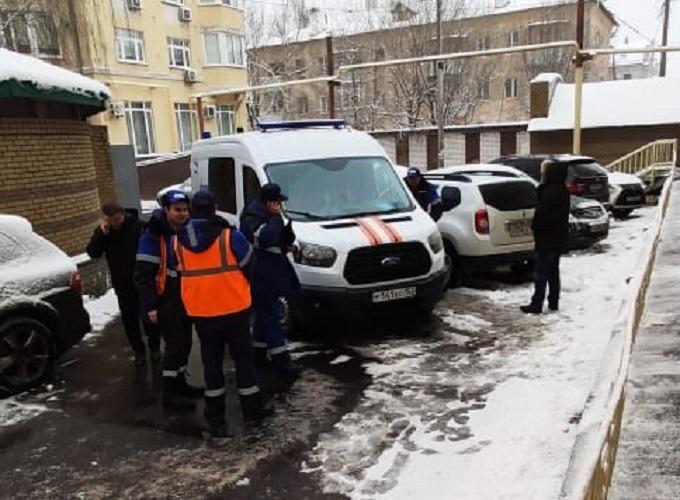 На место сразу же прибыли спасатели и газовая служба