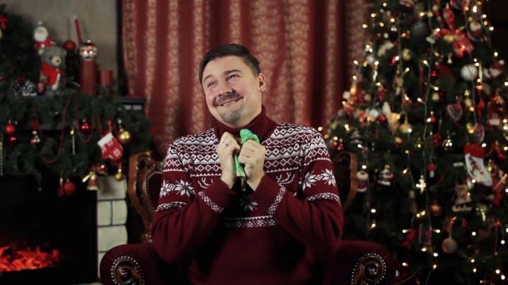 Как правильно принимать дурацкие подарки: видеоинструкция от омского актёраИвана Притуляка