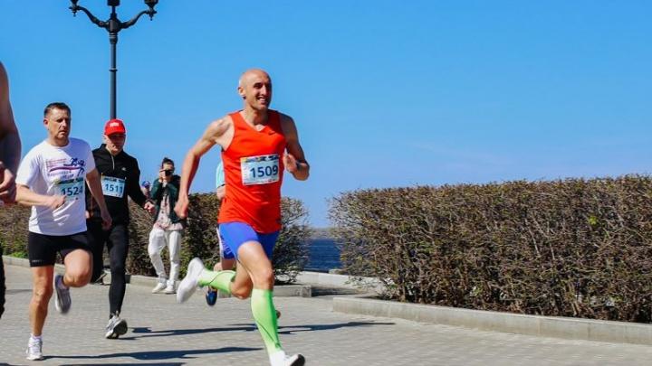 «До старта надо набегать 700 км»: лайфхаки по подготовке к марафону