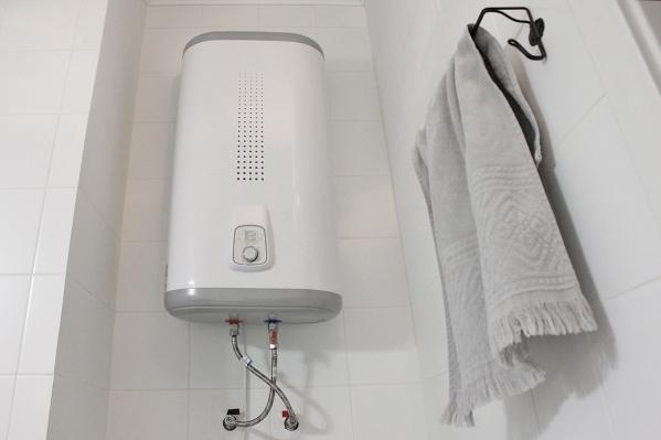 Если горячей воды в вашем доме еще нет, нужно звонить в УК