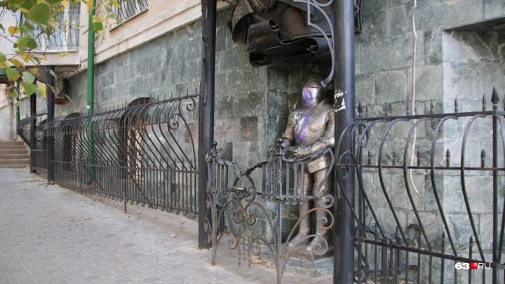 В Самаре вандалы испортили скульптуру рыцаря на Ленинградской