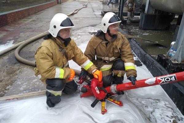 Пожарные ликвидировали открытое возгорание за полчаса