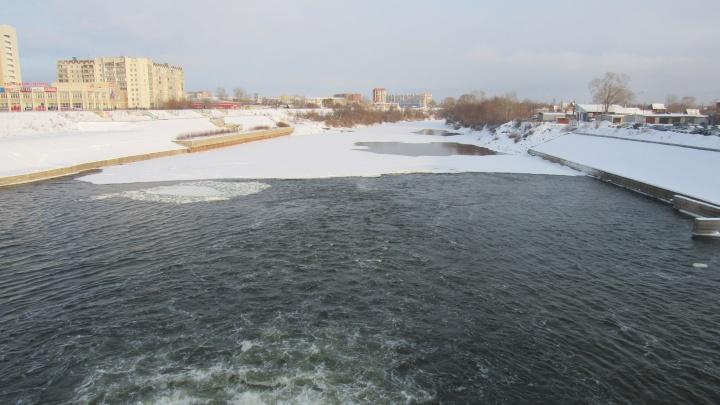 Чтобы не затопило: в Кургане лёд Тобола распилят на 232 части