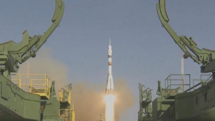 С едой и роботом: самарская ракета вывела на орбиту Земли космический корабль