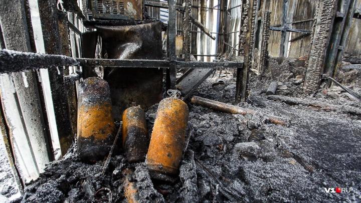 В Волгограде при пожаре частного дома сгорели двое человек