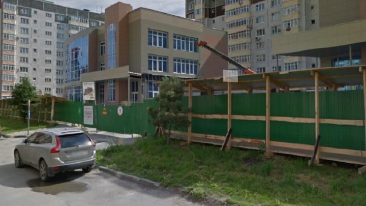 Строители рассказали, почему затянулась реконструкция зданий для размещения поликлиники на Пермякова