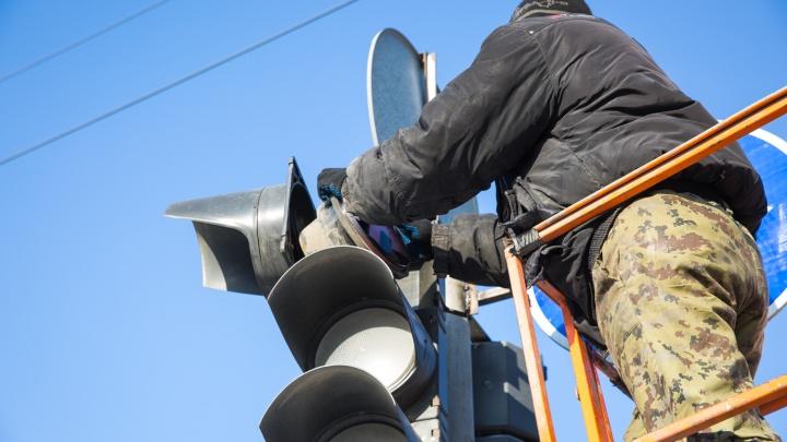 На площади инженера Будагова не работают светофоры — собралась пробка