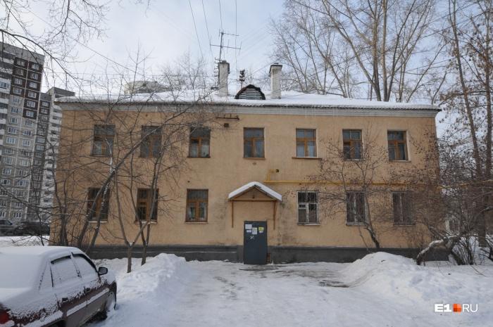 Каменные дома в квартале Луганская —Саввы Белых — Хуторская построены в 1959 году